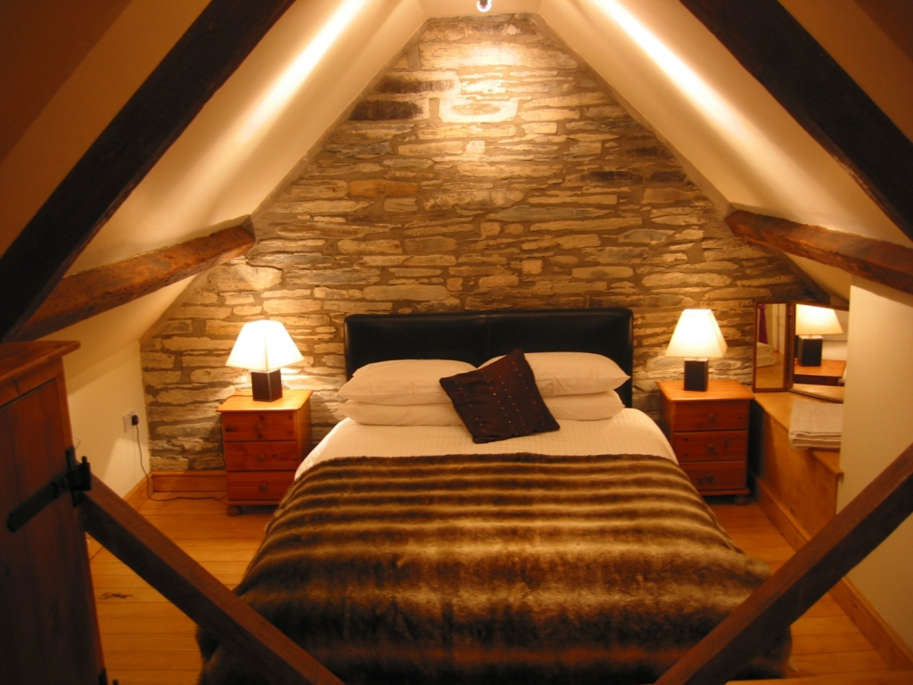 Image of: Attic Bedroom Design Ideas