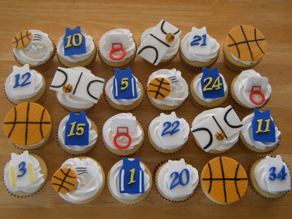 Image of: Basketball Cupcakes