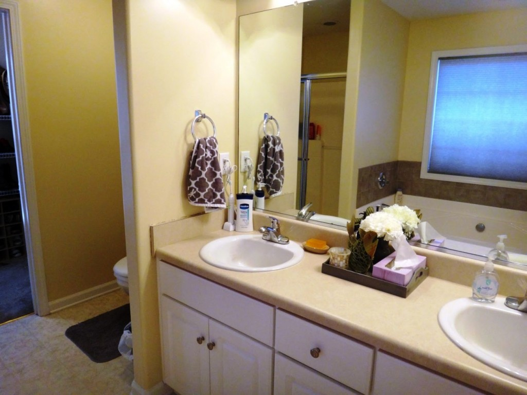 Image of: Camo Bathroom