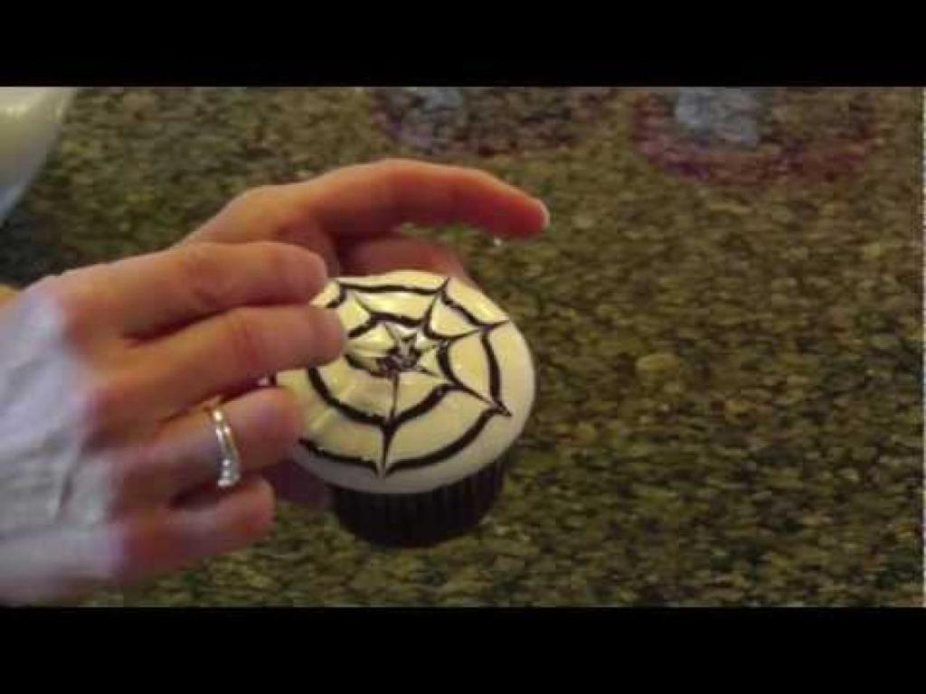 Image of: Cupcake Decorating Videos
