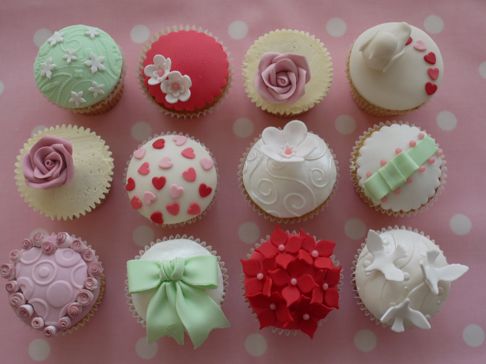 Decorating Cupcakes With Frosting Tip