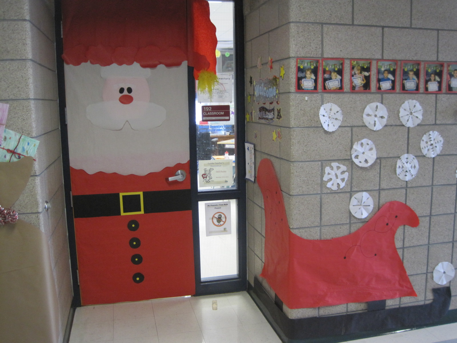 Image of: Door Decorated For Christmas