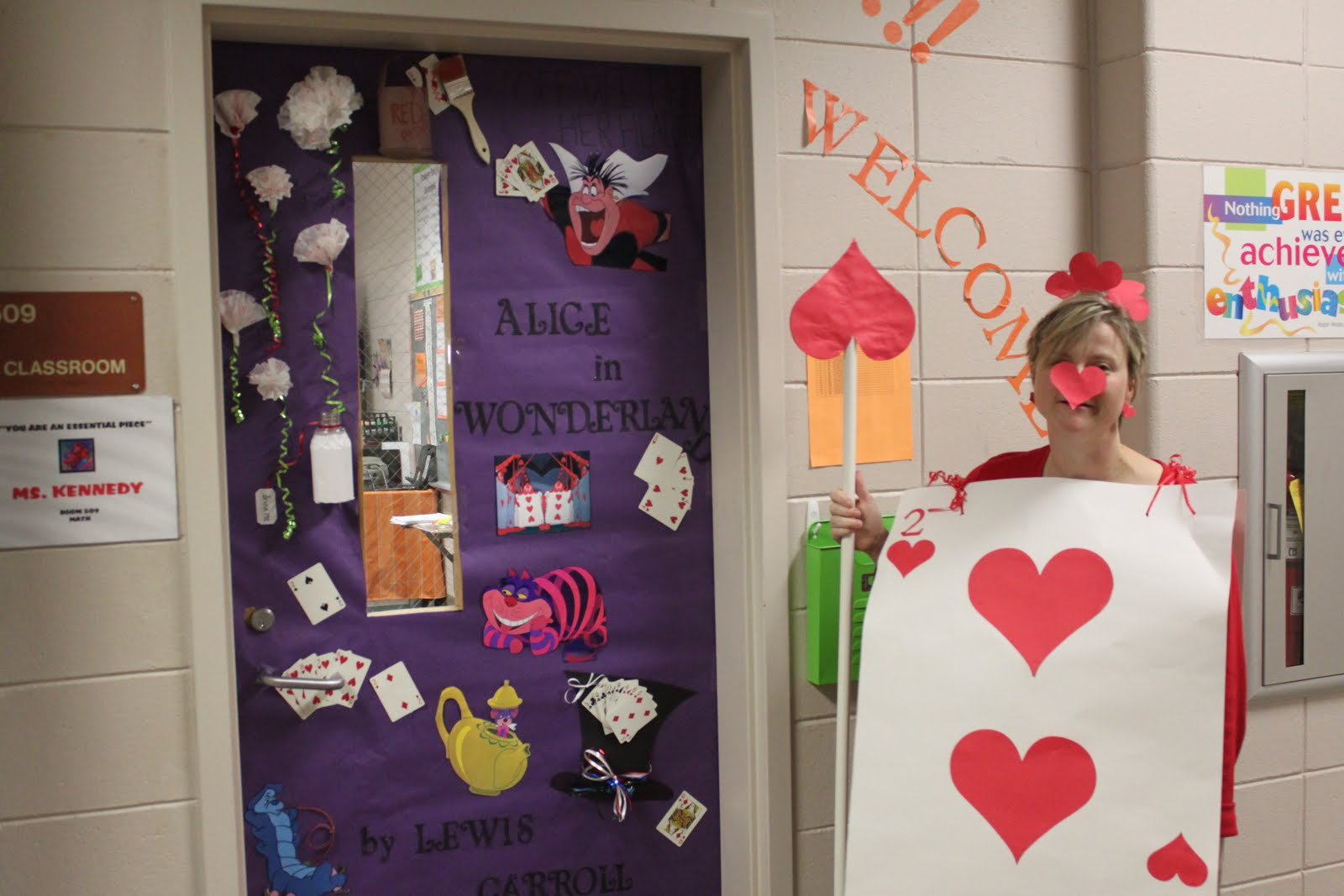 Image of: Door Decoration Ideas For College