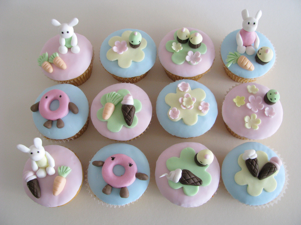 Easy Decorating Cupcakes