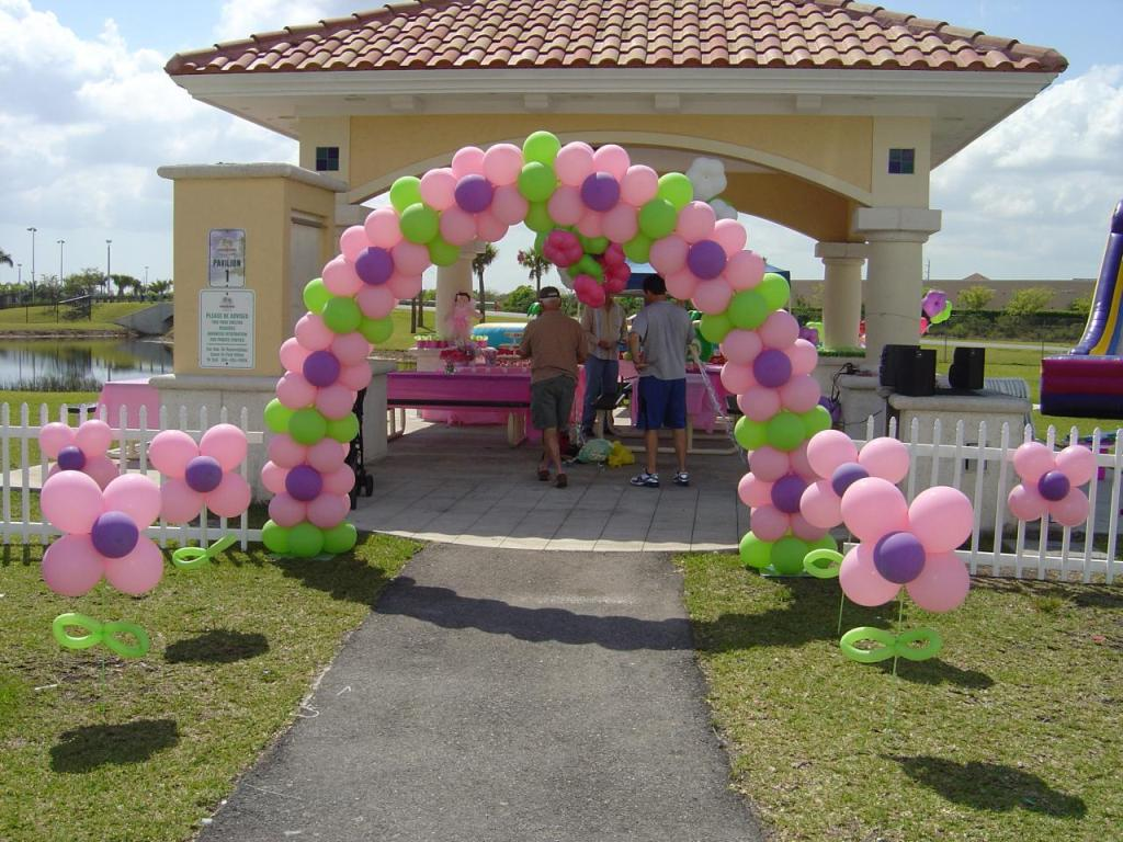Image of: Fence Decorations For Weddings