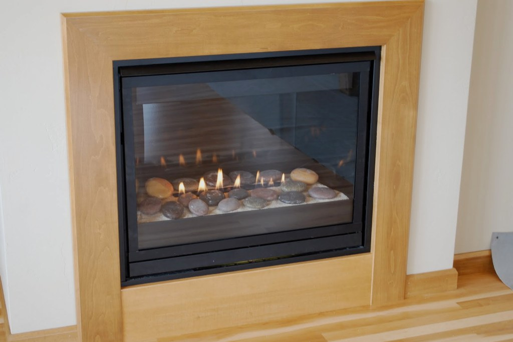 Image of: Fireplace Surrounds Contemporary