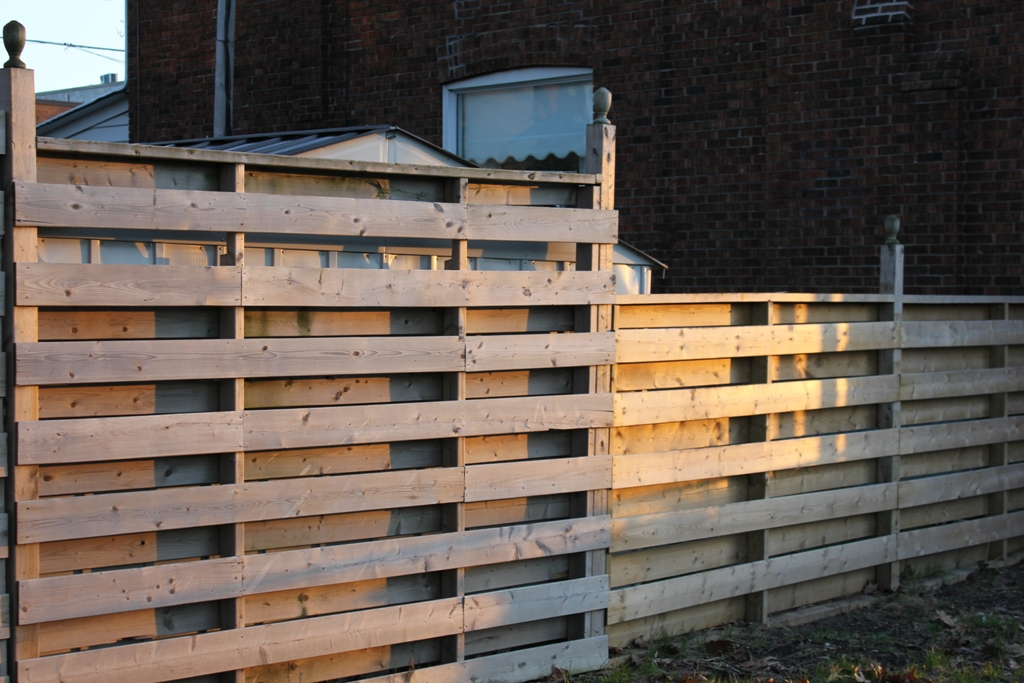 Outdoor Fence Decoration Ideas
