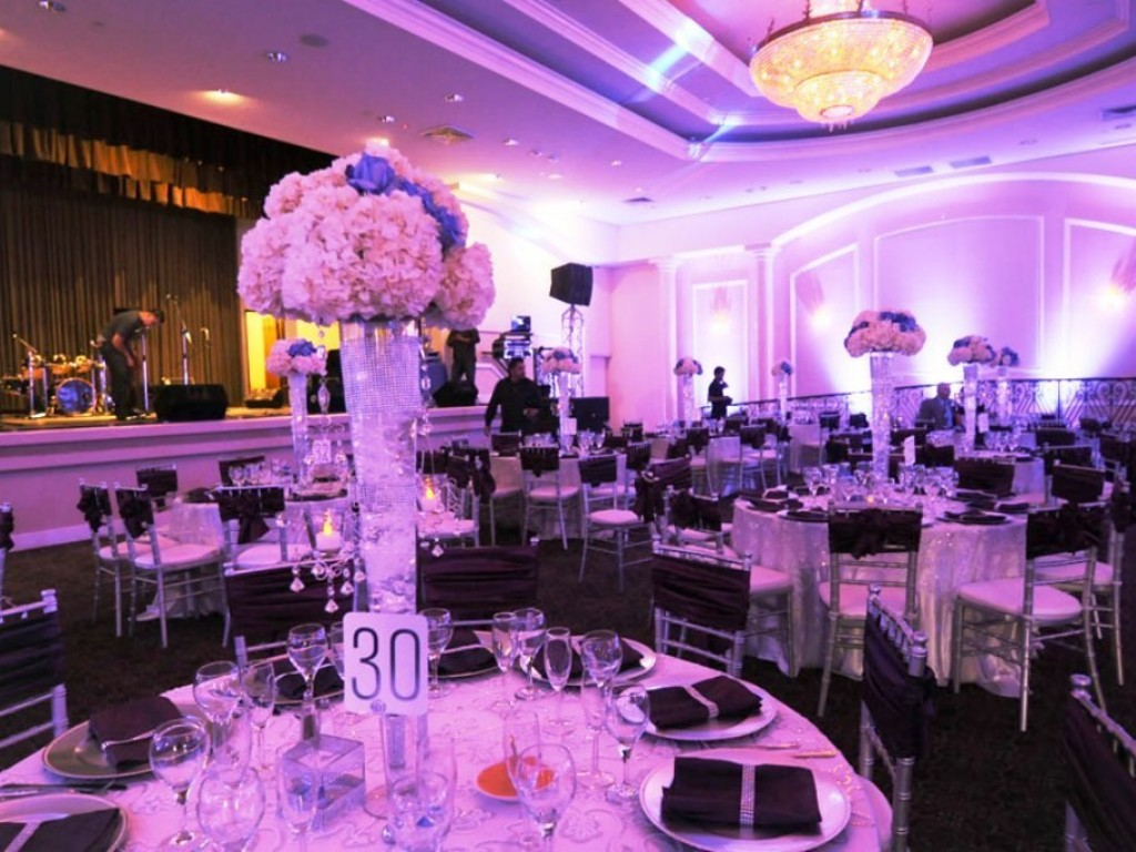 Image of: Quinceanera Decorations For Tables