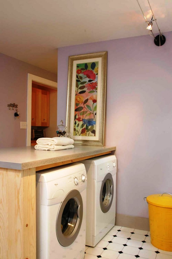 Image of: Small Laundry Room Storage