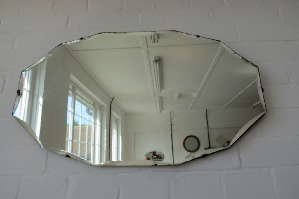 Image of: Wall Mirrors For Bathroom