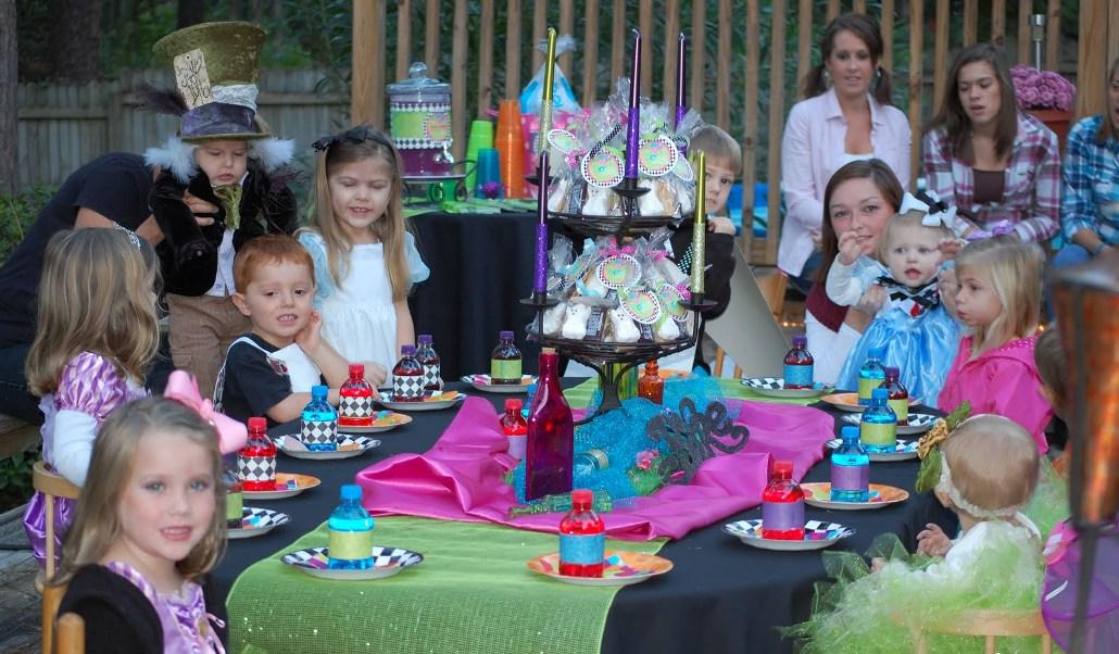 Image of: Alice in Wonderland Centerpieces