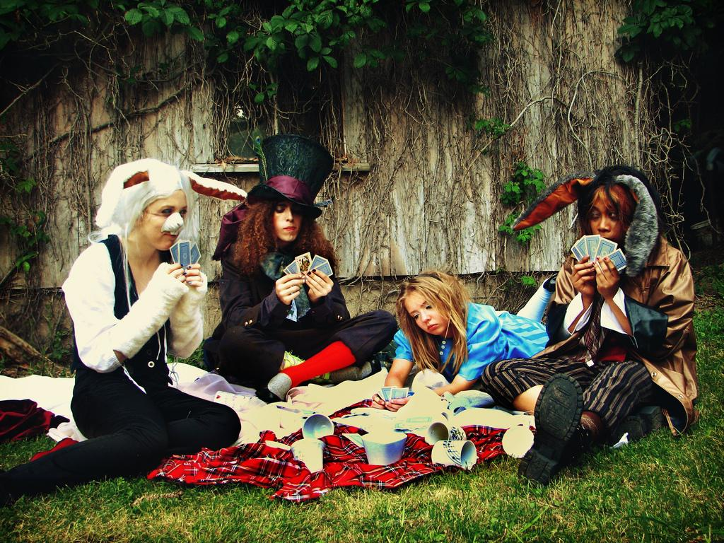 Image of: Alice In Wonderland Party Games