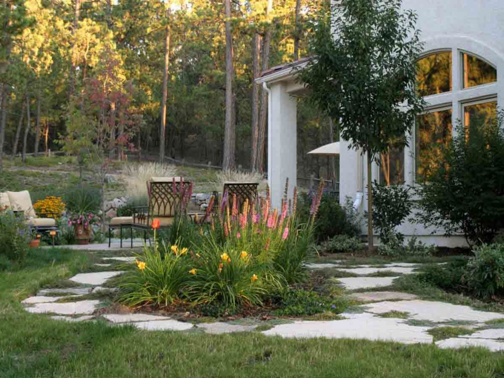 Image of: Backyard Patio Landscaping Ideas
