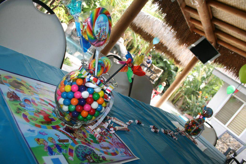 Image of: Candyland Themed Centerpieces