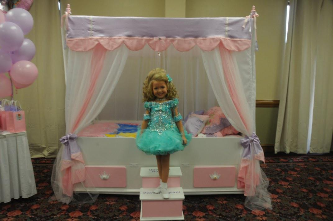 Image of: Canopy Bedding For Girls