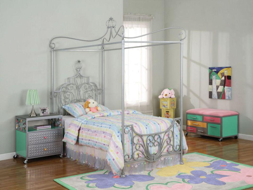 Image of: Canopy Girls Bed