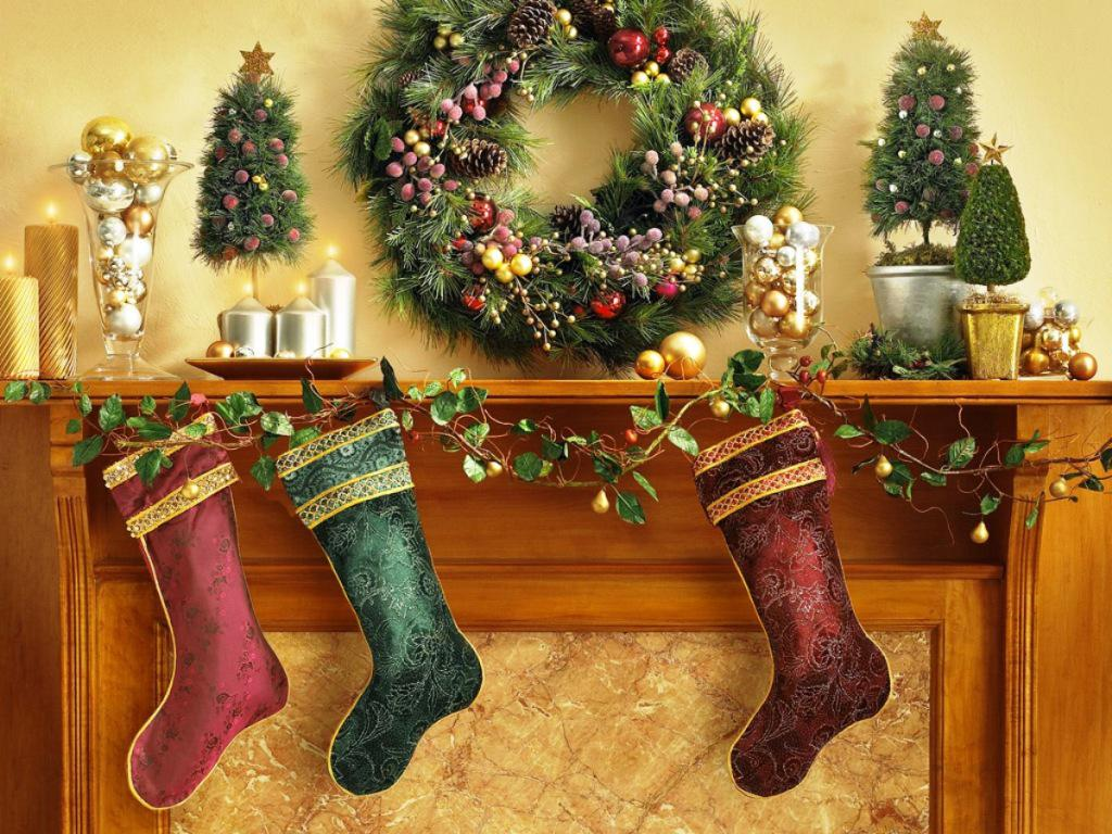 Image of: Christmas Mantel Decorating Ideas Pictures