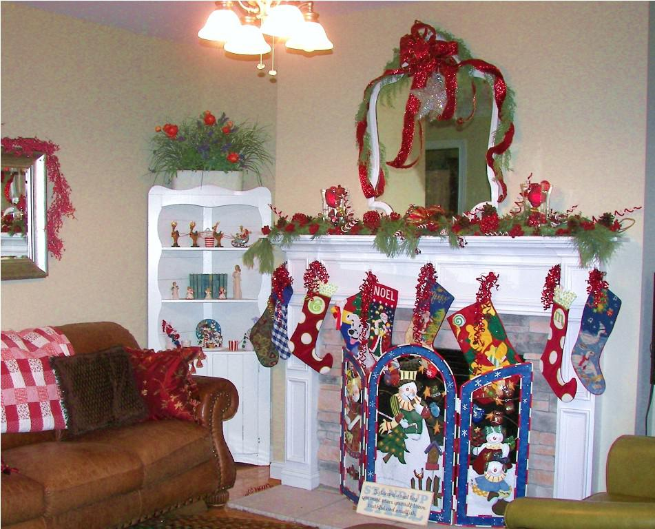 Image of: Christmas Mantel Decorating