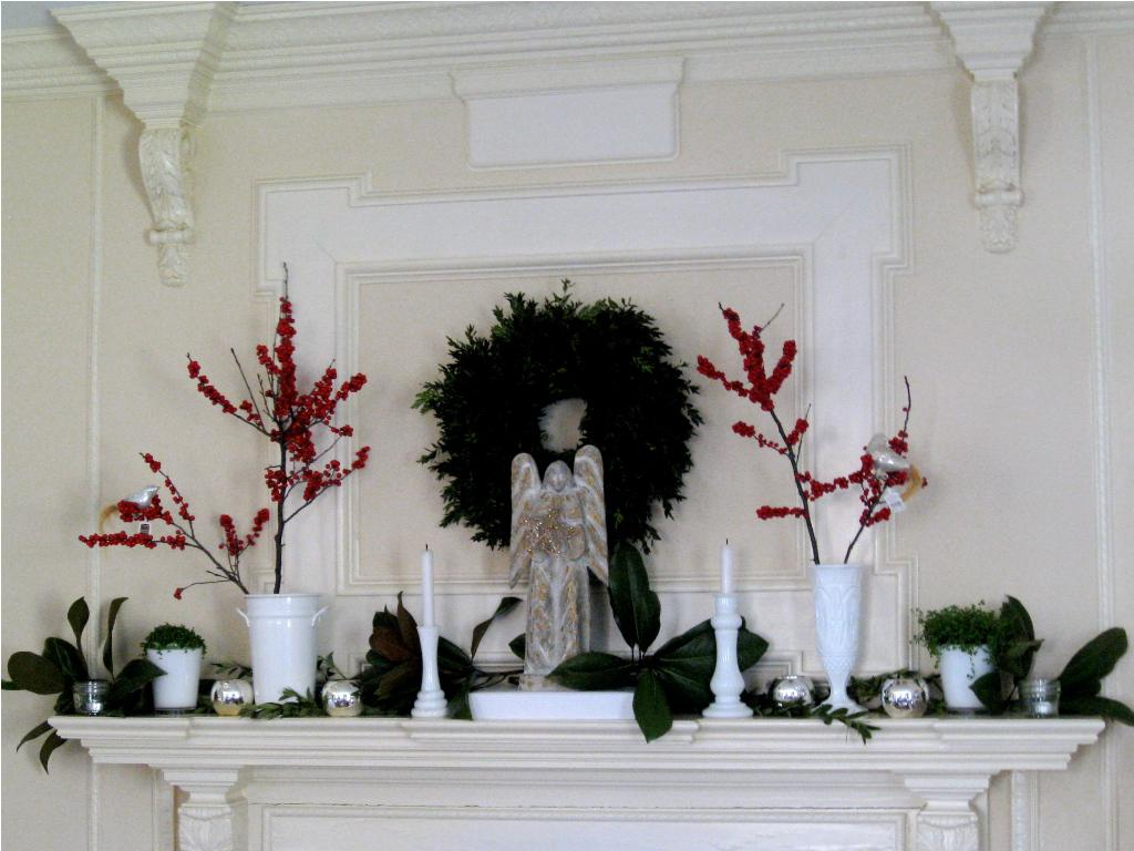 Image of: Christmas Mantel Decorations