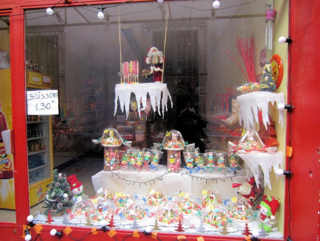Image of: Christmas Window Decorating