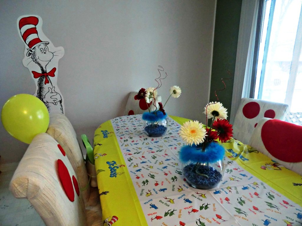 Image of: Dr Seuss Decorations For Birthday Party