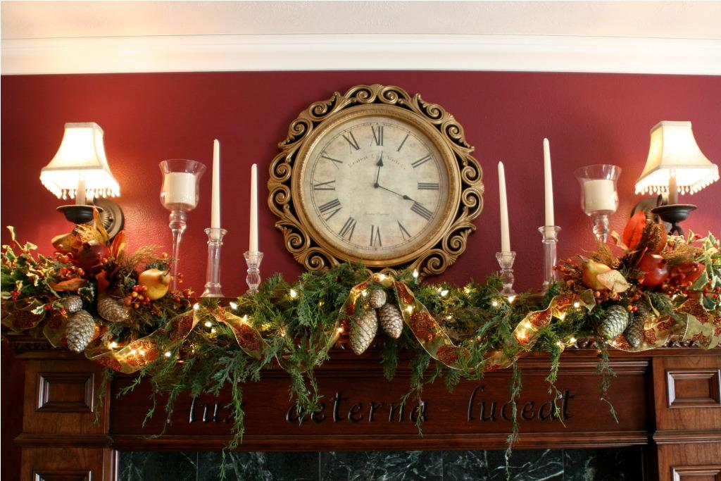 Image of: Easy Christmas Mantel Decor