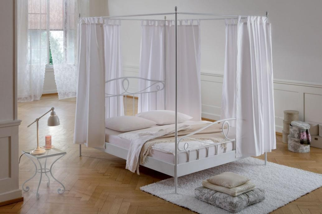 Girls Canopy Beds1