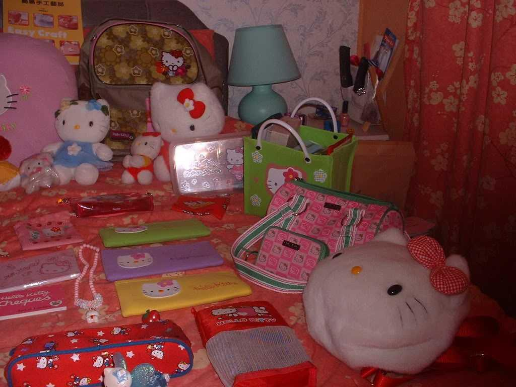 Image of: Hello Kitty Bedroom Decorations