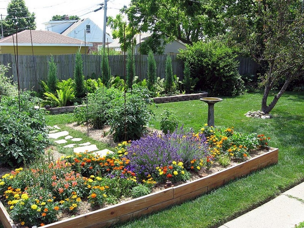 Image of: Ideas For Small Yard Landscaping