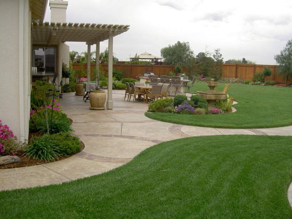 Image of: Landscaping Ideas For Large Backyards