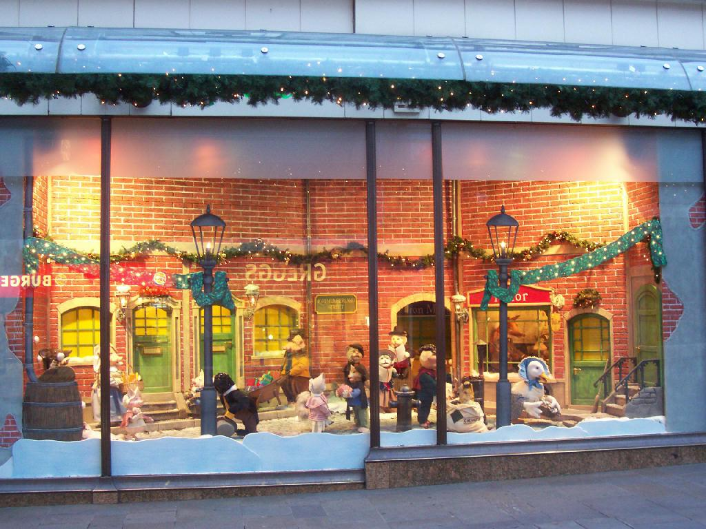 Image of: Lighted Christmas Window Decorations