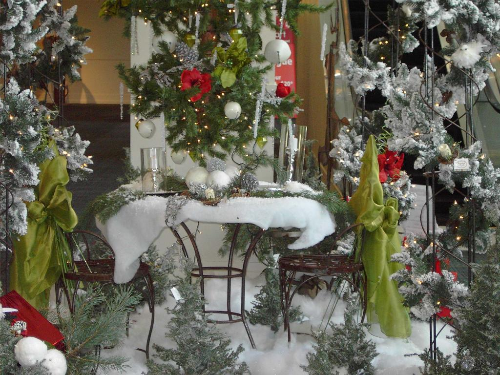 Image of: Outdoor Christmas Decorating Ideas