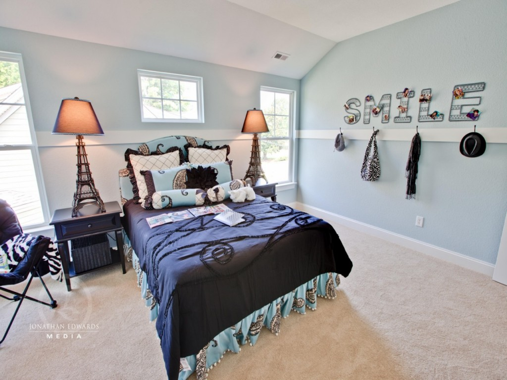 Image of: Rooms With Chair Rail Molding