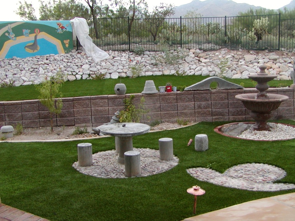 Image of: Small Backyard Landscaping Ideas