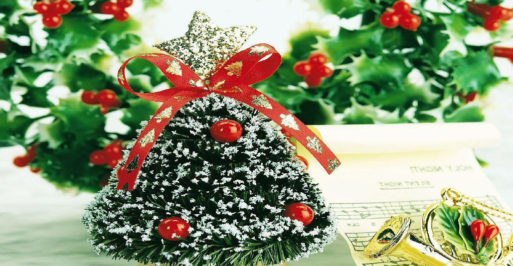 Image of: Small Decorated Christmas Trees