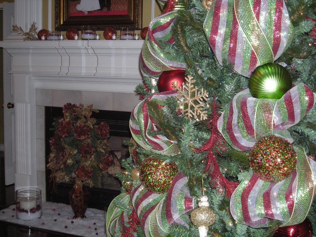 Image of: White Christmas Trees Decorated