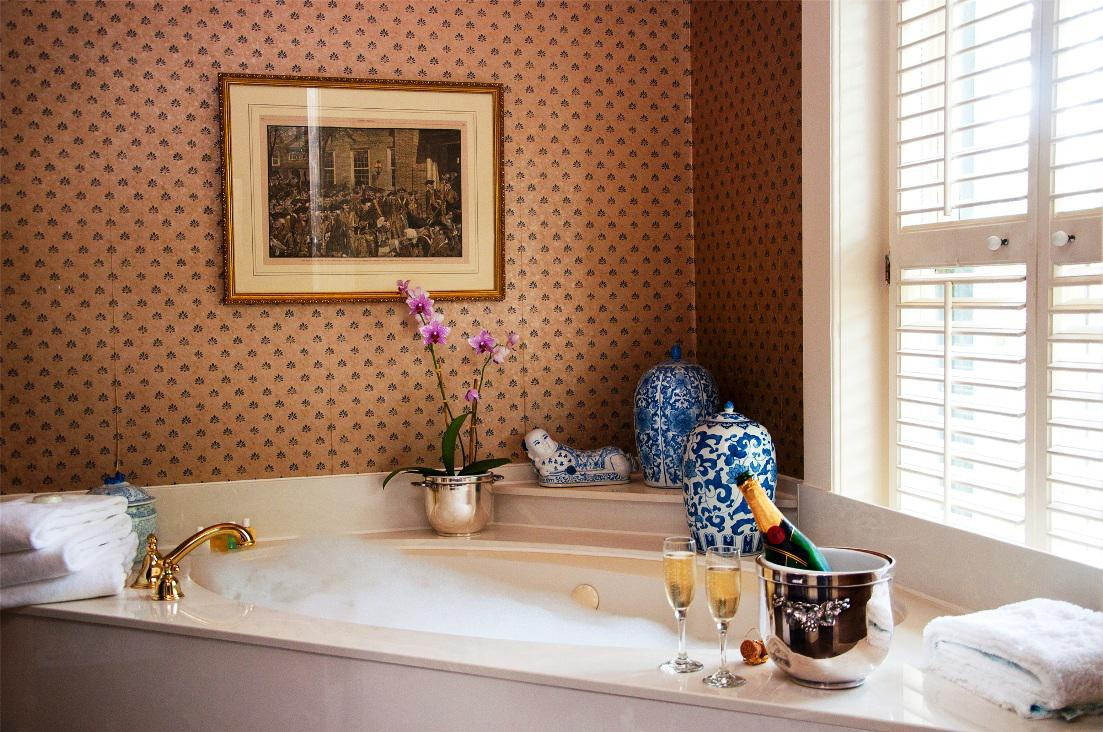 Charming Decorating Ideas for Bathrooms