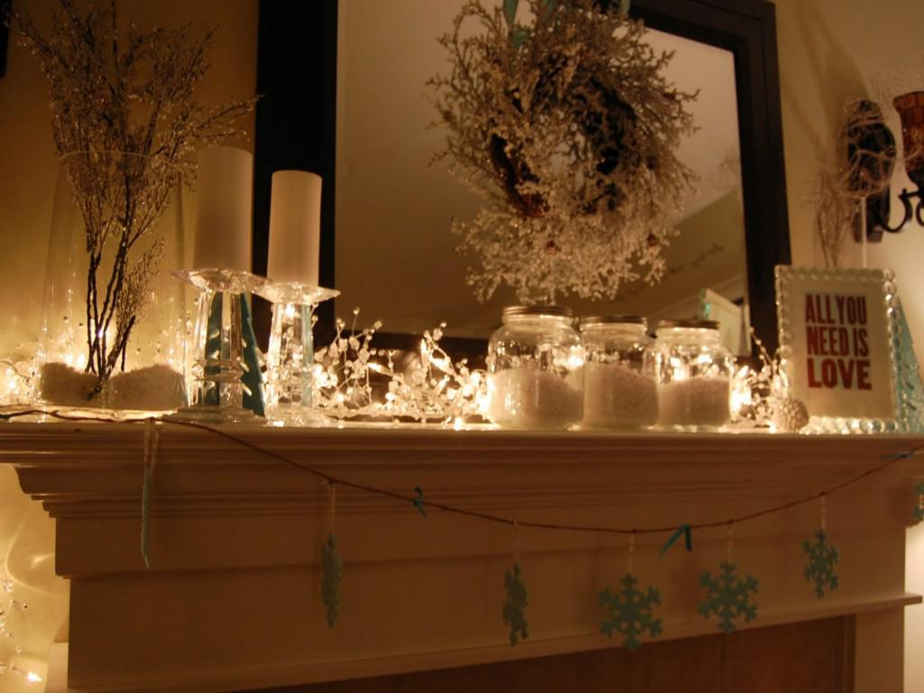 Image of: Simple Christmas Mantel Decorating Ideas Pictures