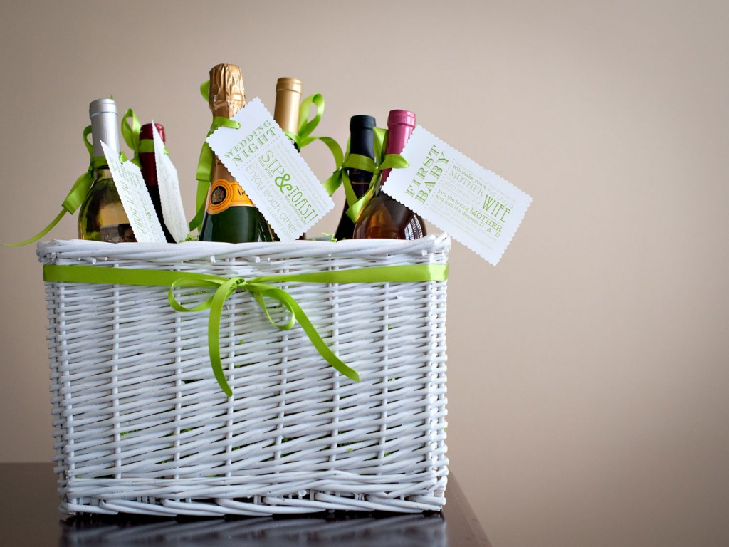 Image of: Cute Bridal Shower Gift Basket Ideas
