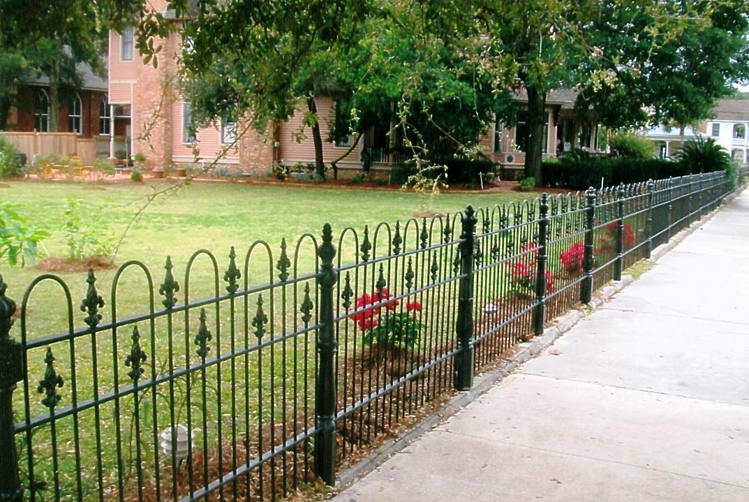 Image of: Decorative Fencing Ideas Front Yard