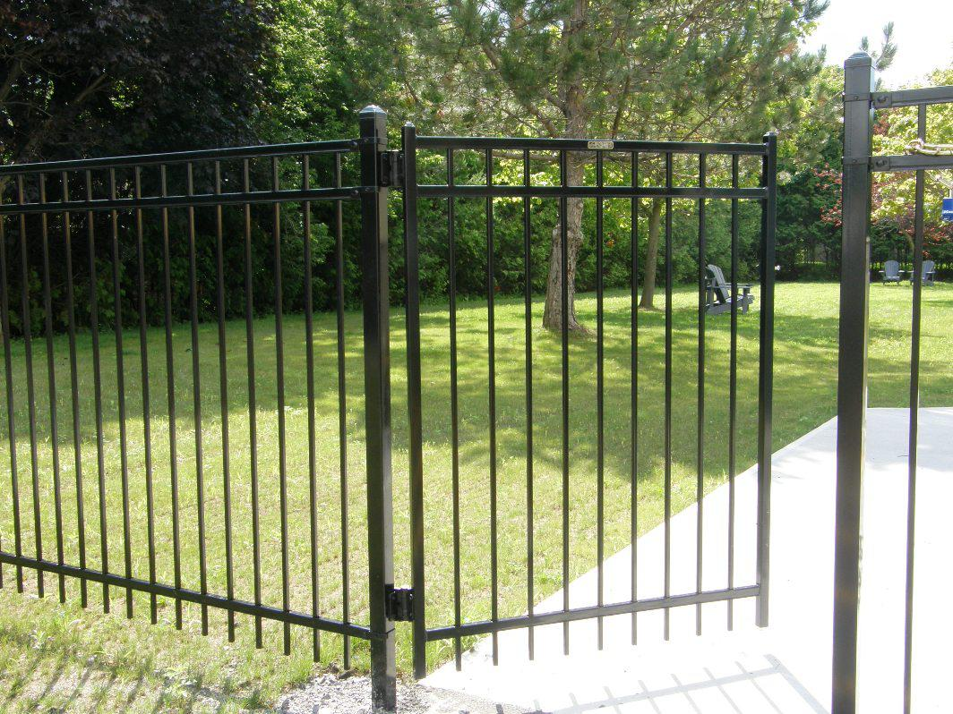 Image of: Decorative Fencing for Front Yard