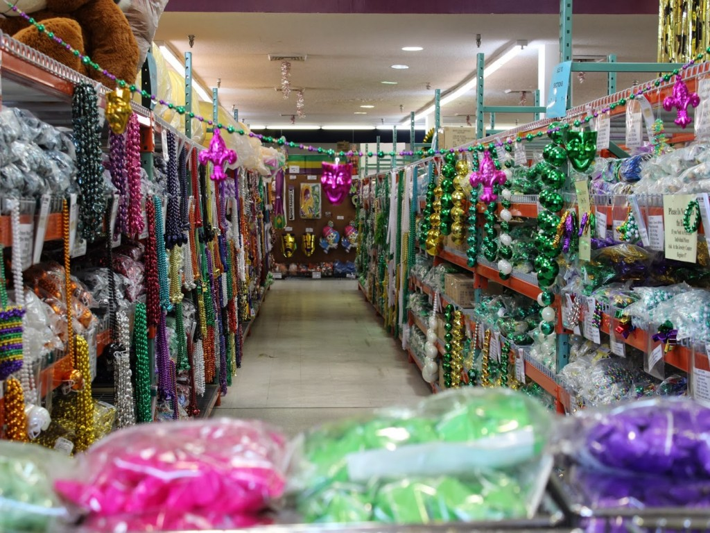 Image of: Mardi Gras Decorations Wholesale