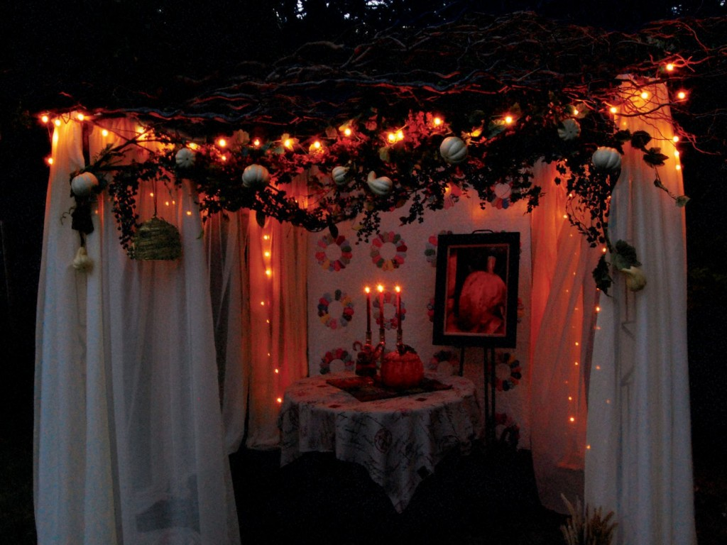 Image of: Sukkah Lights And Decorations