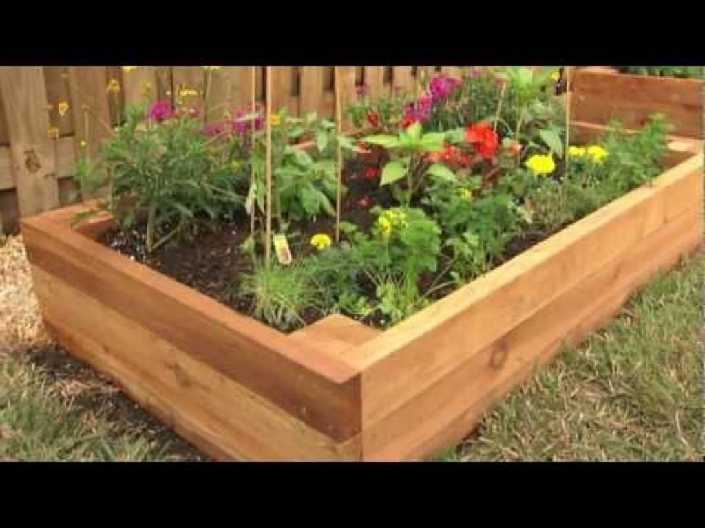 Image of: Wood Flower Bed Ideas