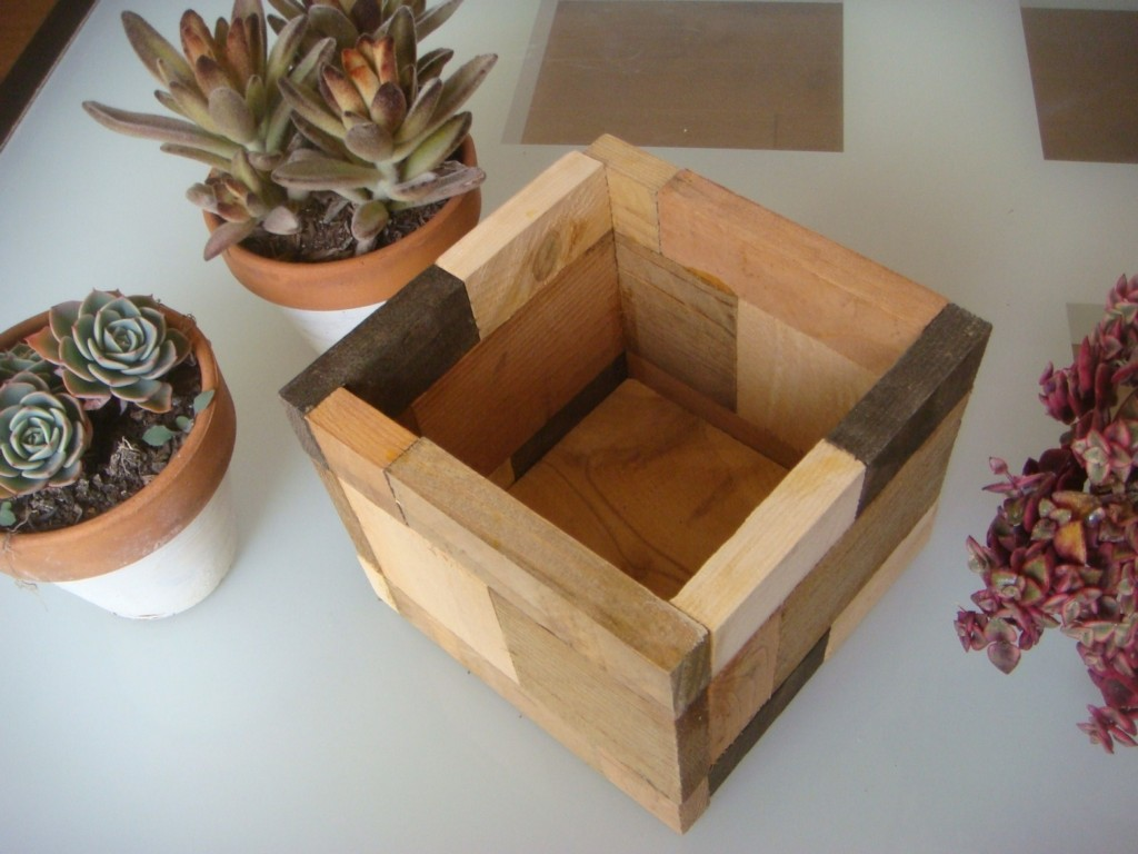 Image of: Simple Cube Wooden Flower Pots