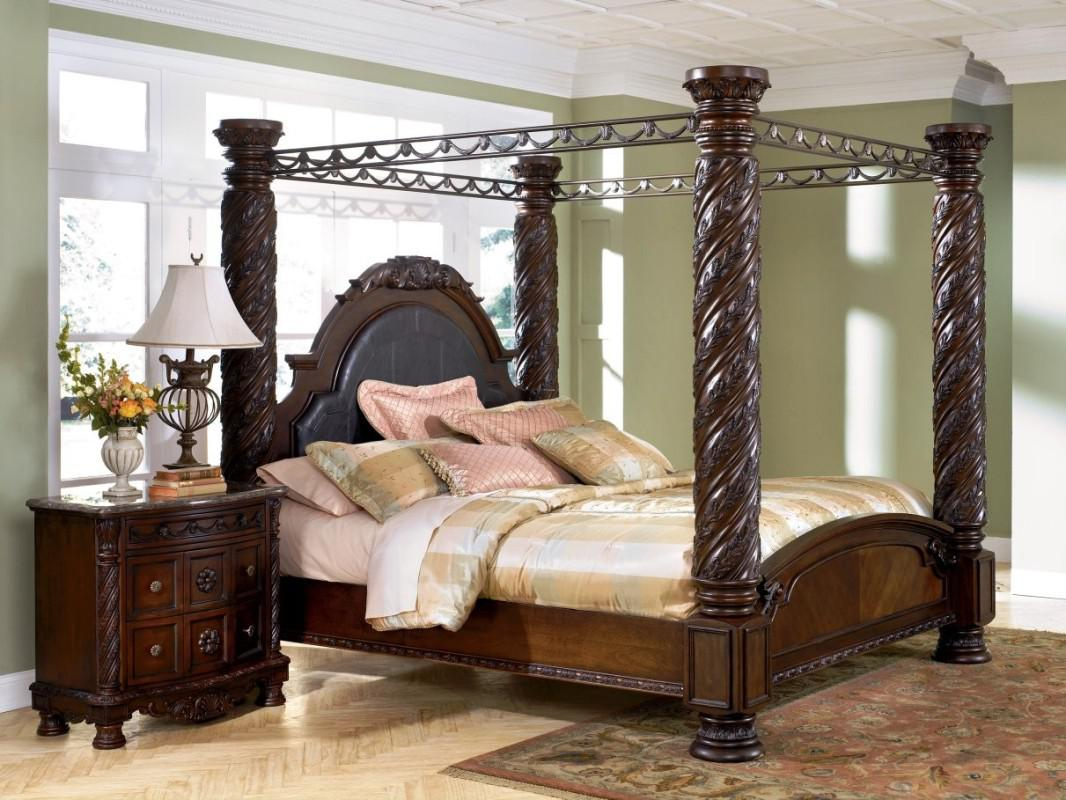 Image of: Awesome King Size Canopy Bed