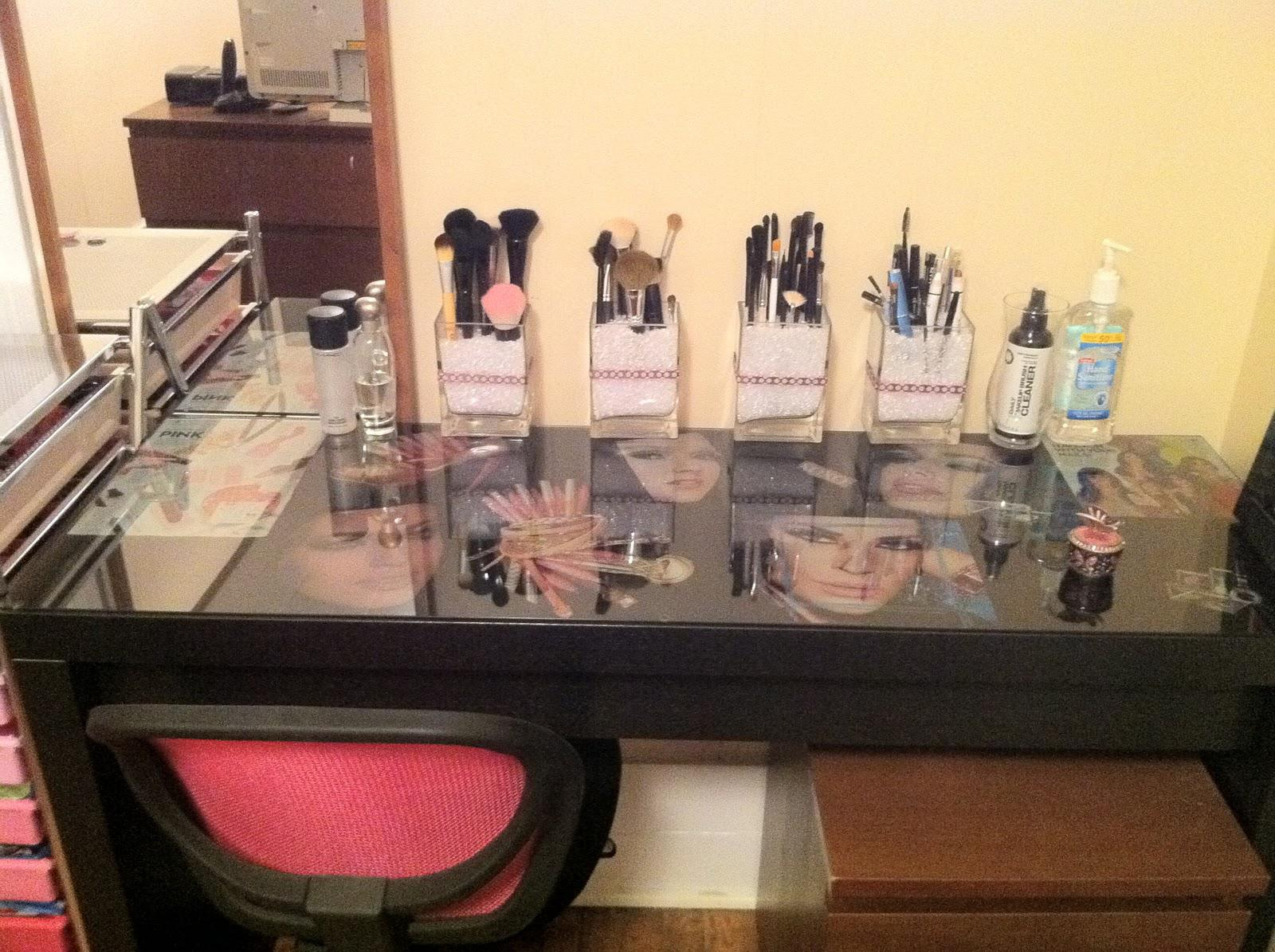 Image of: Bedroom Makeup Vanity