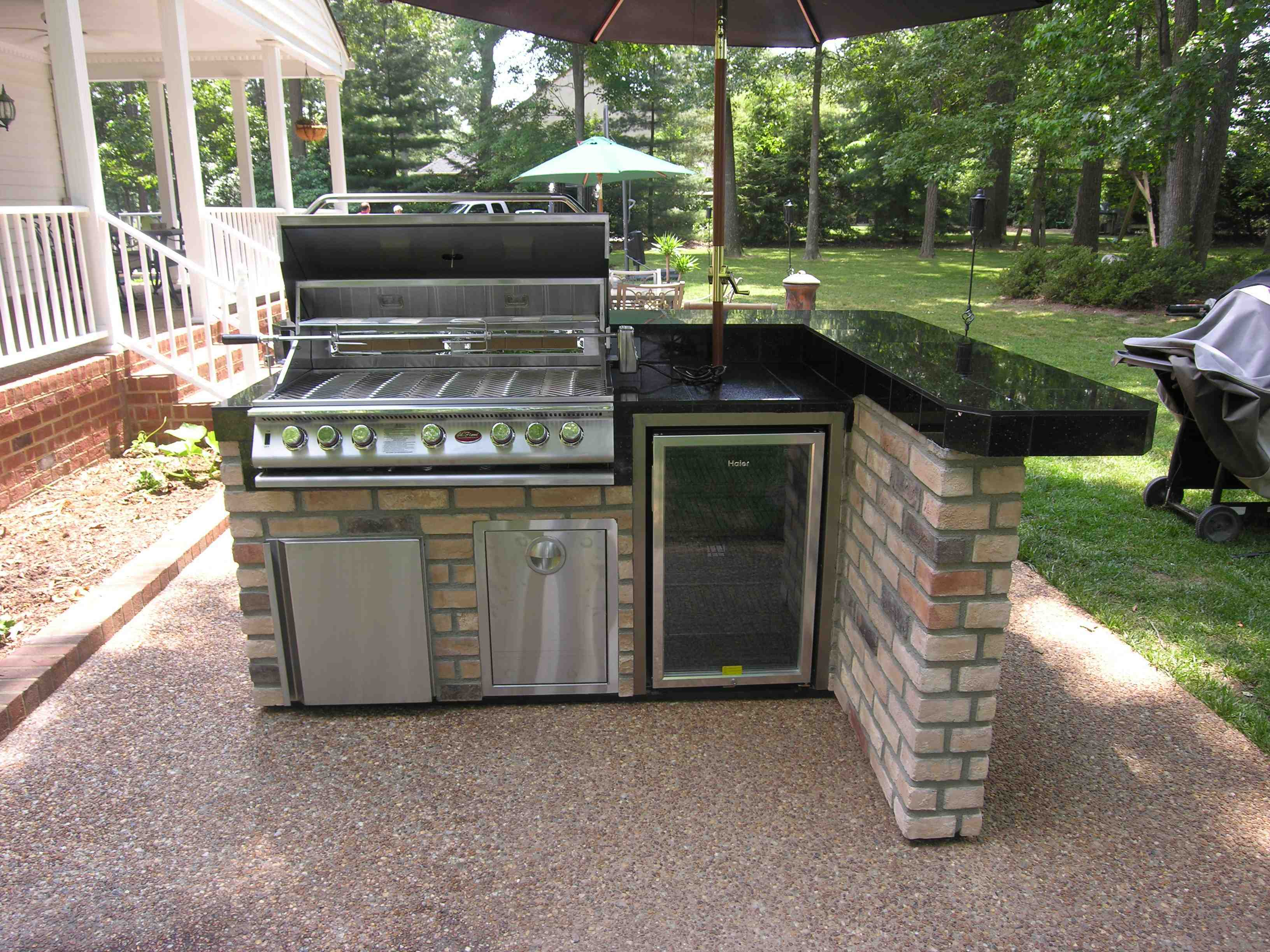 Image of: Build An Outdoor Kitchen
