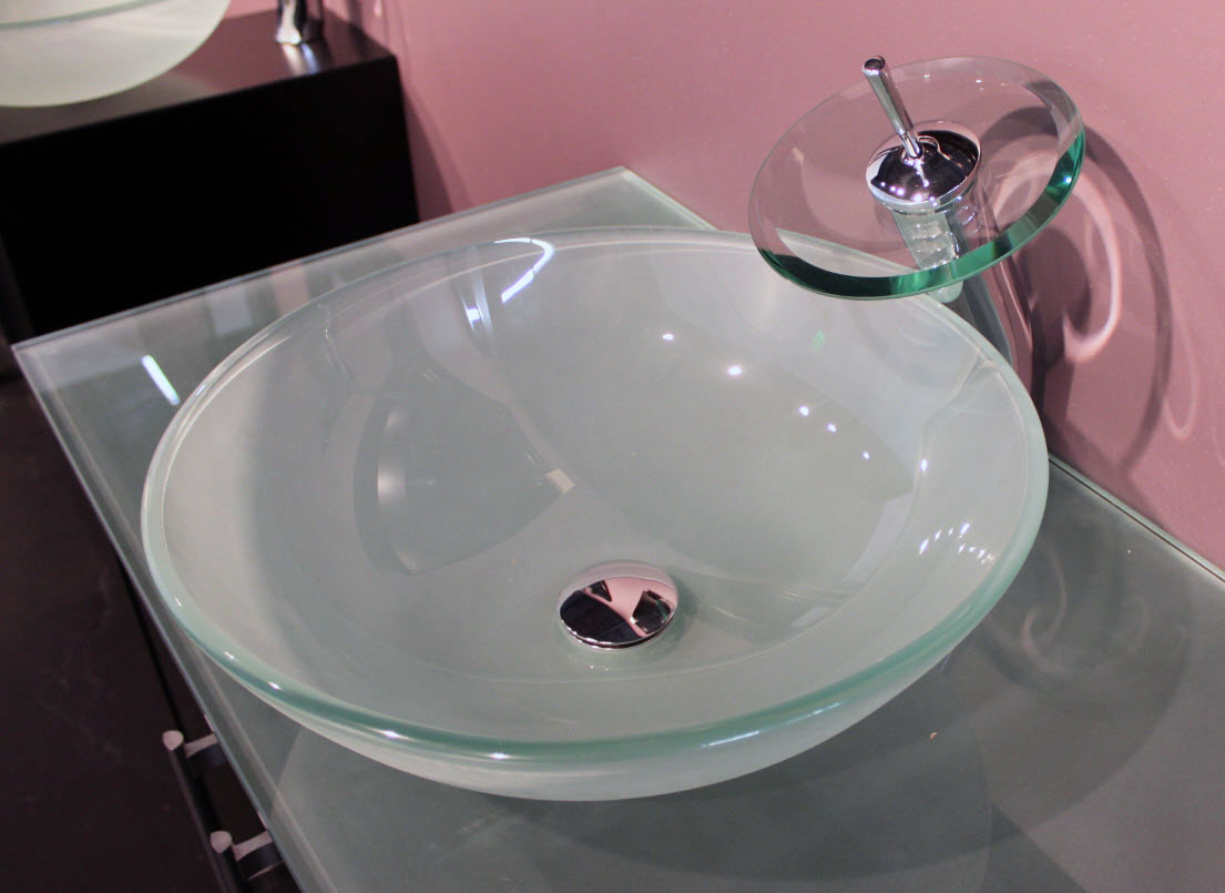Image of: Clear Glass Vessel Sinks