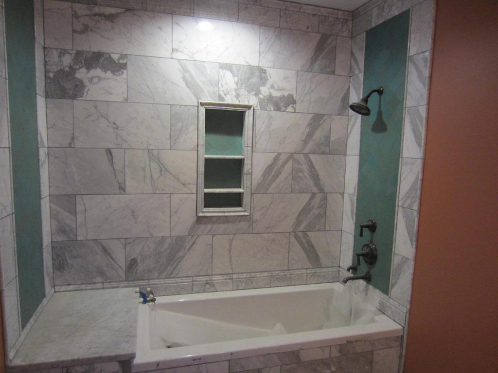 Image of: Frameless Glass Bathtub Enclosure